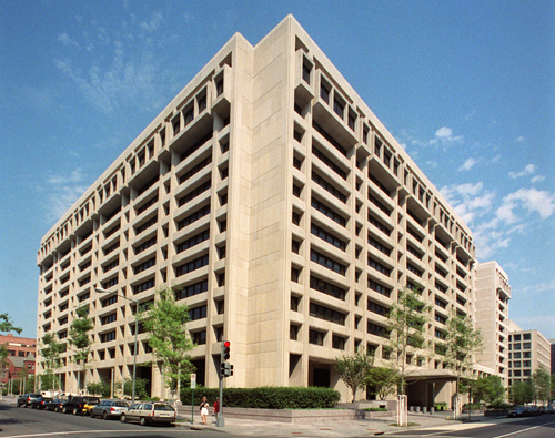 Headquarters_of_the_International_Monetary_Fund_Washington_DC[1]