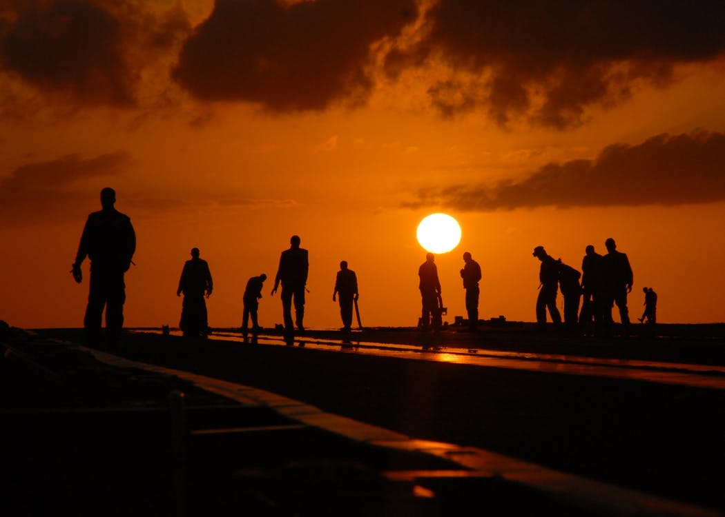 silhouettes-people-worker-dusk-40723[1]